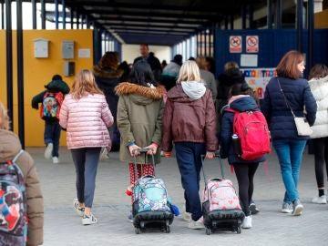 Los profesores de Madrid tendrán que seguir acudiendo a los centros educativos a pesar del cierre por coronavirus