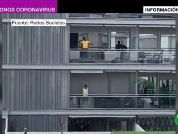 De los 'balcones conciertos' al bingo a gritos: así pasa el tiempo una España aislada por el coronavirus