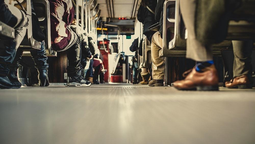 Pasajeros en un autobús