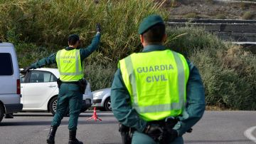 Guardia Civil en un control de carretera