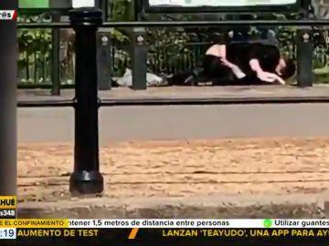 Pillan a una pareja practicando sexo frente al Palacio de Buckingham en pleno confinamiento