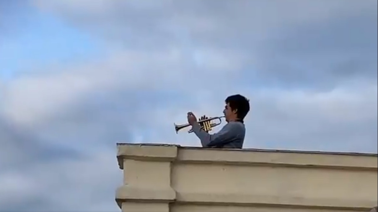 Antonio, trompetista aficionado del Real Madrid