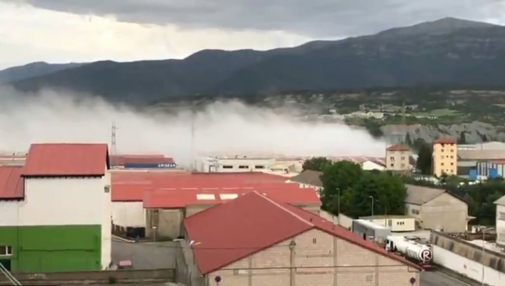 Un incendio en una mezcladora de cloro obliga a confinar a la población en Sabiñánigo