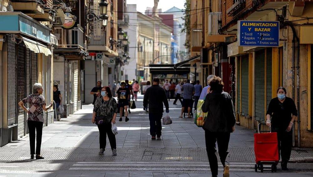 Ciudadanos paseando en la Fase 0 de la desescalada