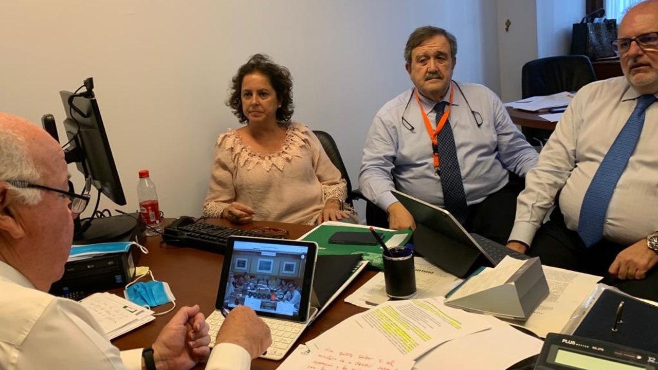 Tres miembros del equipo de Jesús Aguirre durante de la videoconferencia