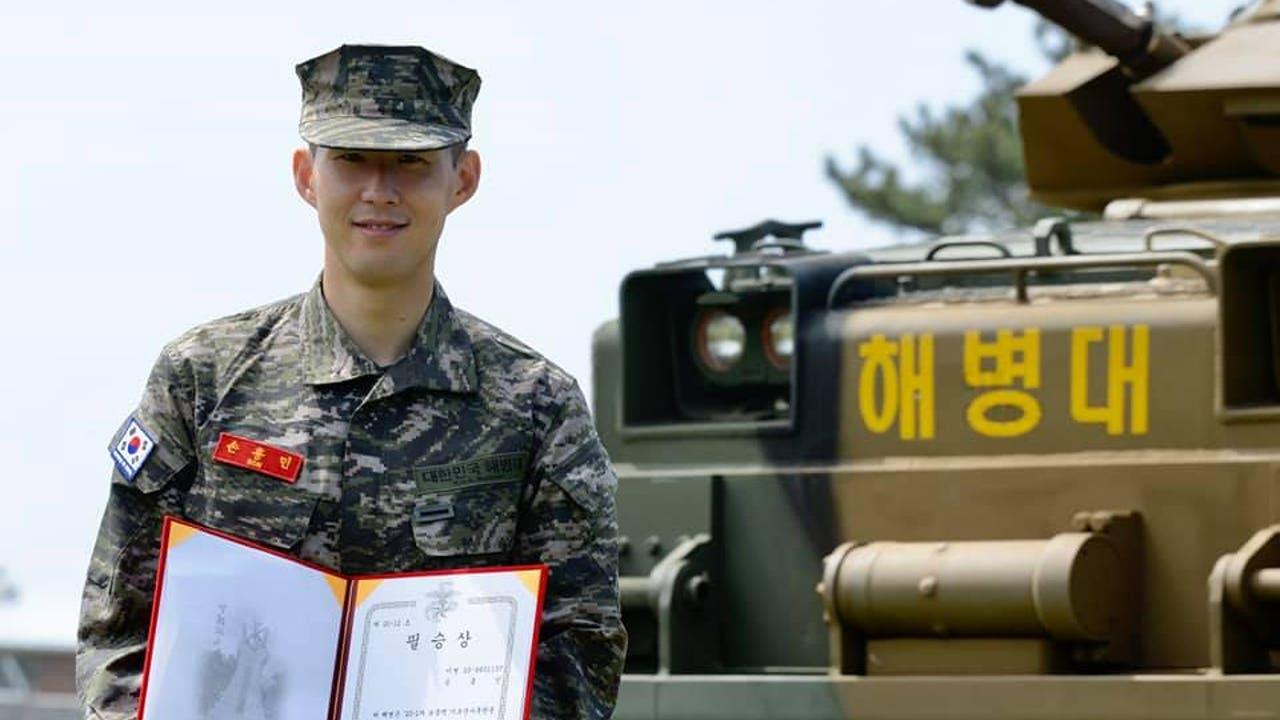 Son, con el uniforme de militar