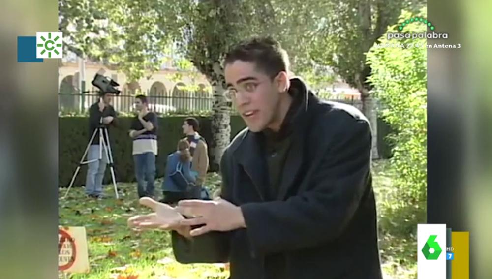 Con gafas y muchas gomina, el vídeo de los inicios de Roberto Leal en la universidad que demuestra que su desparpajo es innato