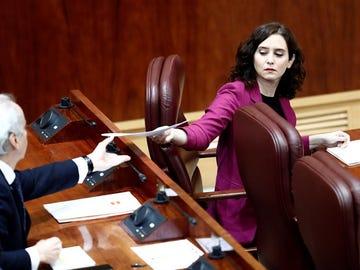 La presidenta de la Comunidad de Madrid, Isabel Díaz Ayuso y el consejero de Sanidad, Enrique Ruiz Escudero