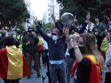 Vecinos del madrileño barrio de Salamanca participan en la protesta