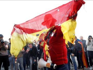 Quema de una bandera de España en Barcelona