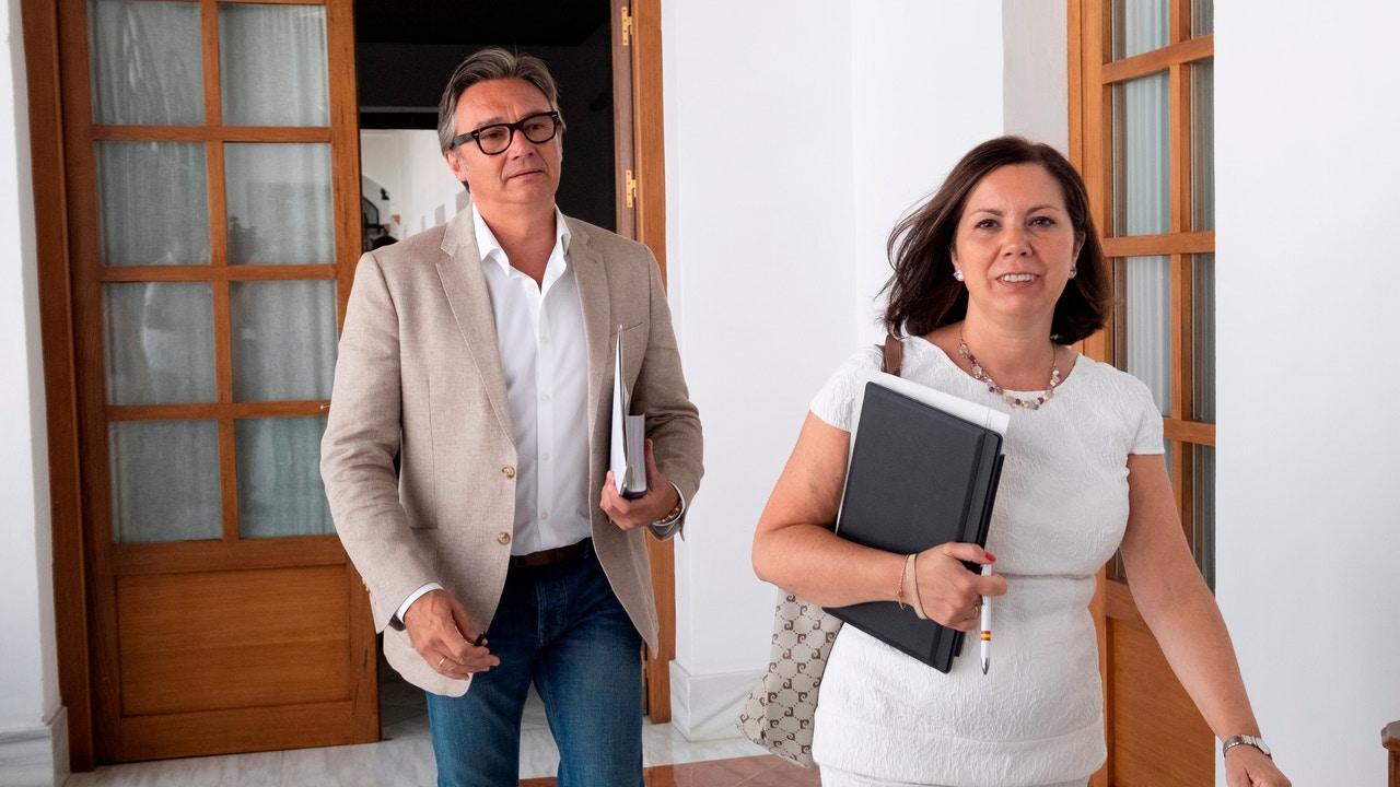 Los diputados parlamentarios de VOX Angela María Mulas y Manuel Gavira.
