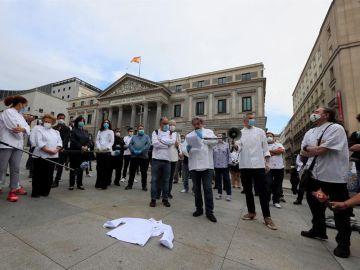 Los chefs se manifiestan frente al Congreso
