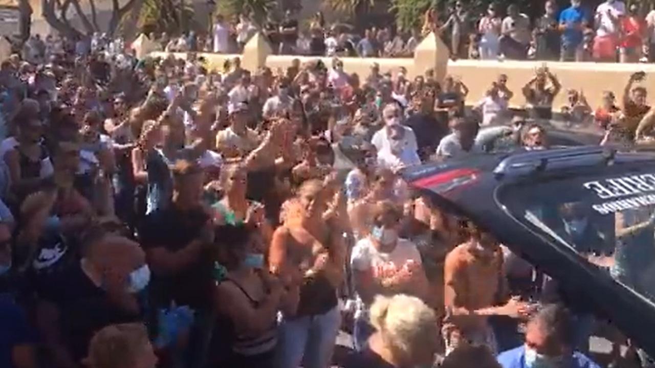 Centenares de personas se concentran en un municipio tenerifeño para despedir a un motorista fallecido