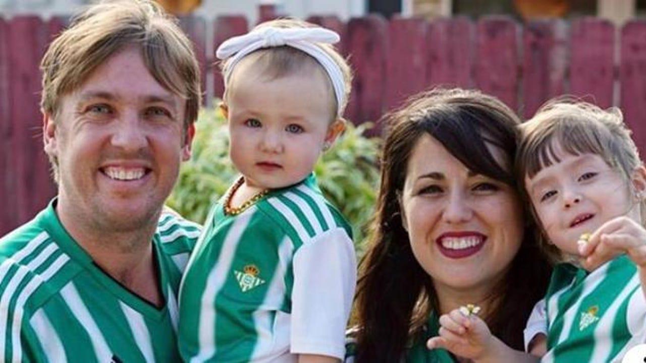 Juanma Linares, junto a su familia