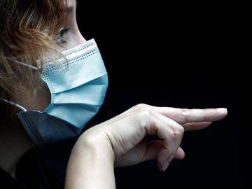 Asistente a un acto por el Día Nacional de las Lenguas de Signos Españolas