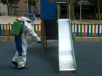 La desinfección de los parques será diaria.