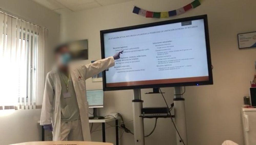 Imagen del sanitario en un momento del curso impartido a sus compañeros