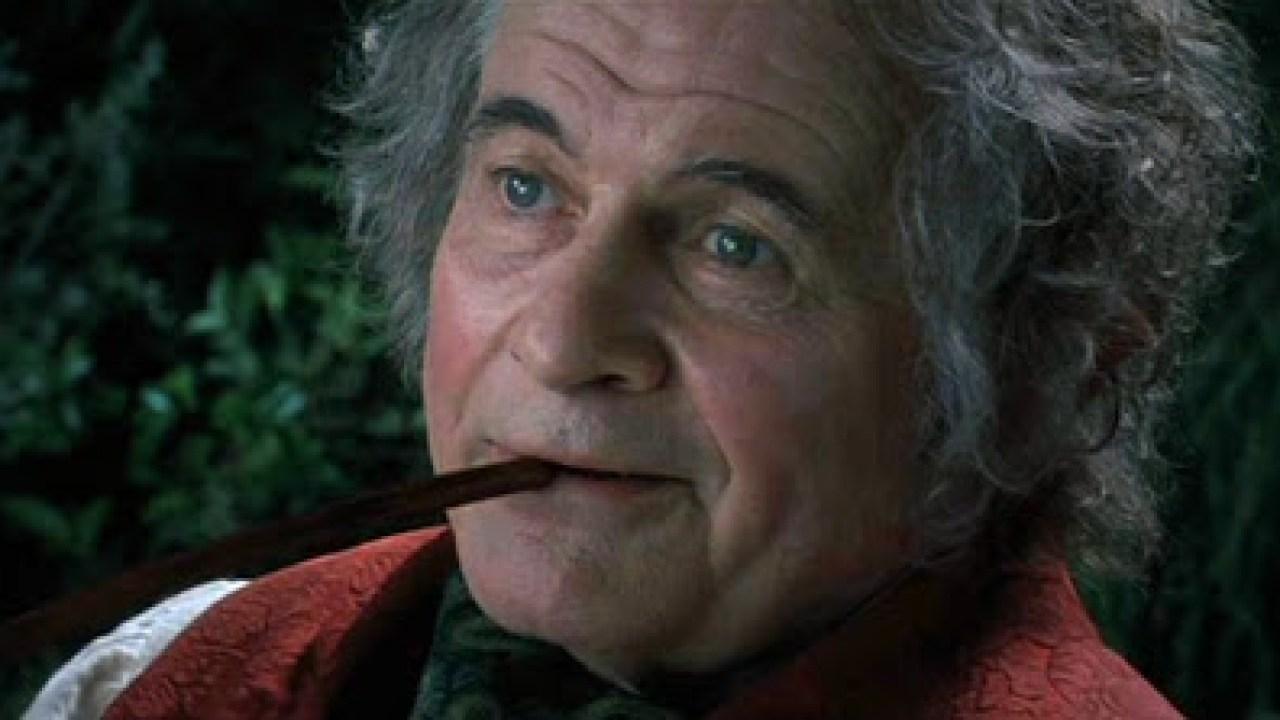 Ian Holm interpretando a Bilbo Bolsón en 'El Señor de los Anillos'