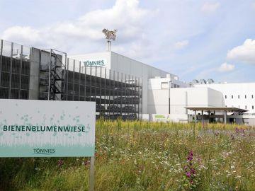 La fachada de la fábrica cárnica alemana en la que se ha producido un rebrote de COVID-19