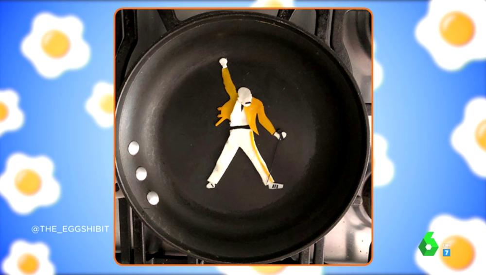 Un retrato de Freddie Mercury realizado con un huevo frito