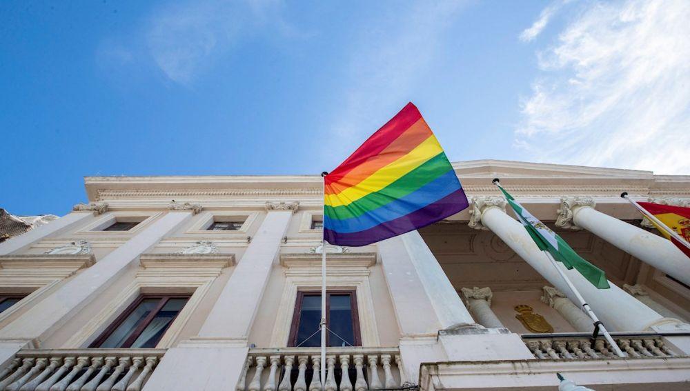 Bandera LGTBI en el Ayuntamiento de Cádiz