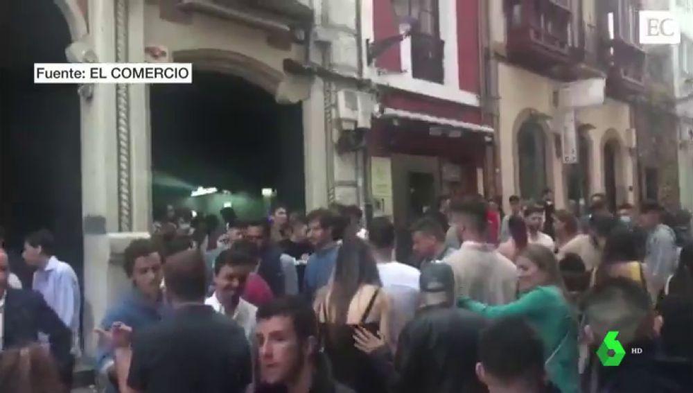 La Policía desaloja a más de 150 jóvenes por bailar en una discoteca de Oviedo