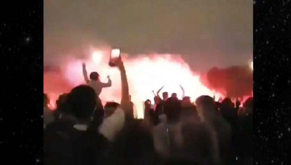 Multitudinaria fiesta en París