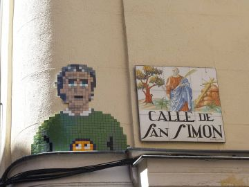 Mosaico de Fernando Simón realizado por 'Basket of Nean' en la calle San Simón.
