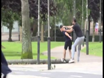 Un ertzaina de paisano detiene a la carrera a un presunto ladrón en Bilbao