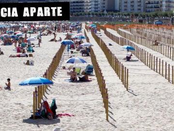 Decenas de personas en la Playa de Silgar en Sanxenxo prefieren no utilizar las parcelas que el ayuntamiento ha habilitado