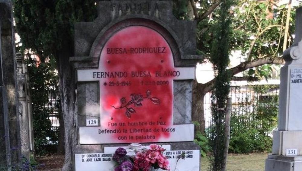 Vandalizan la tumba de Fernando Buesa