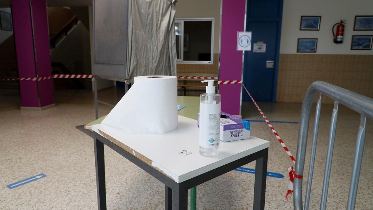 Imagen de un colegio donde se podrá ejercer el voto en las elecciones autonómicas de este domingo