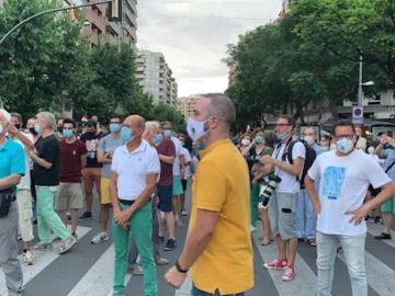 Unas 300 personas se concentran en Lleida contra el confinamiento anunciado