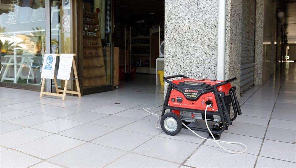 Un generador provee de energía a un negocio en Tenerife