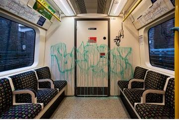 Grafitti pintado por Banksy en el metro de Londres