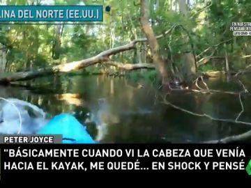 El aterrador momento en el que un kayakista es atacado por un caimán