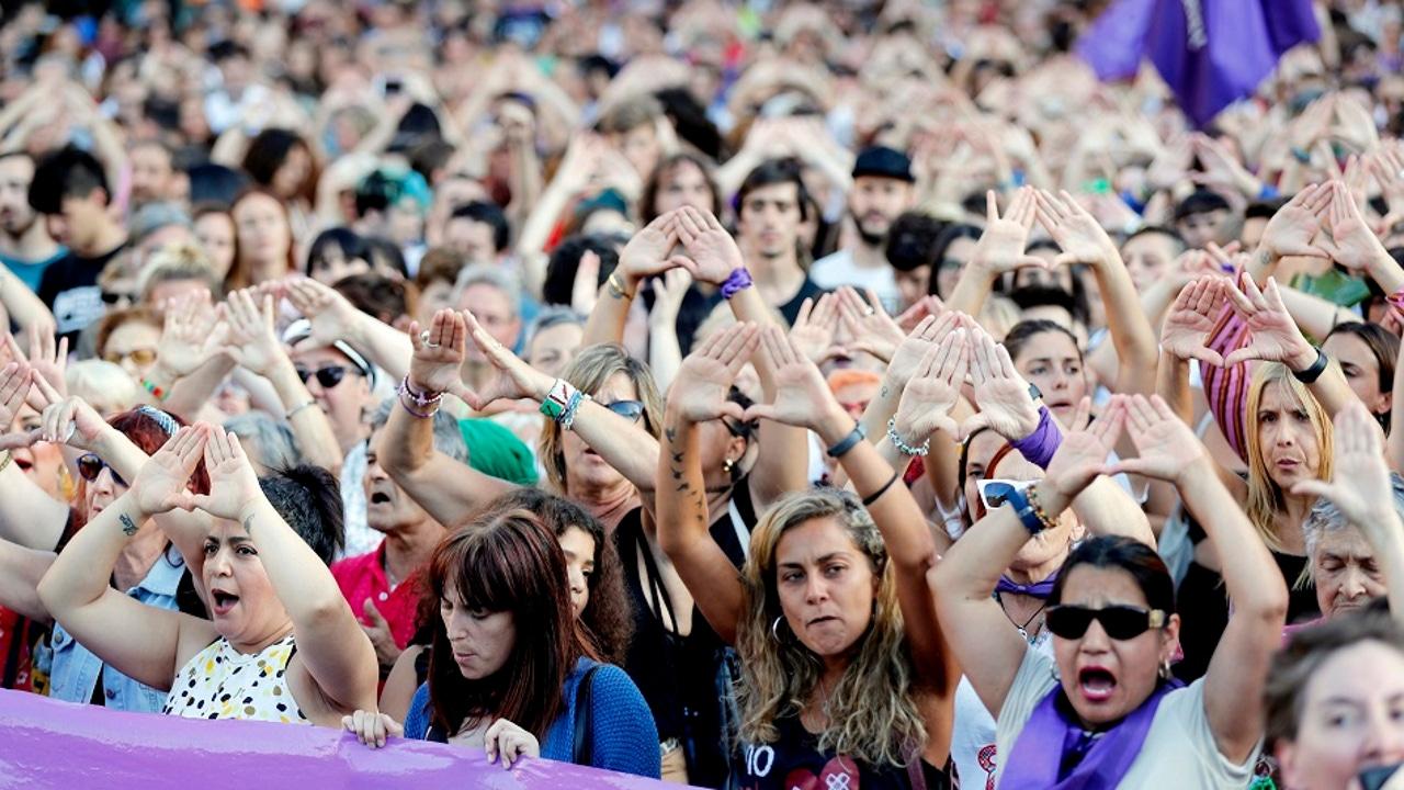 Concentración en agosto de 2019 después de que una chica denunciara haber sido violada por seis hombres en Bilbao