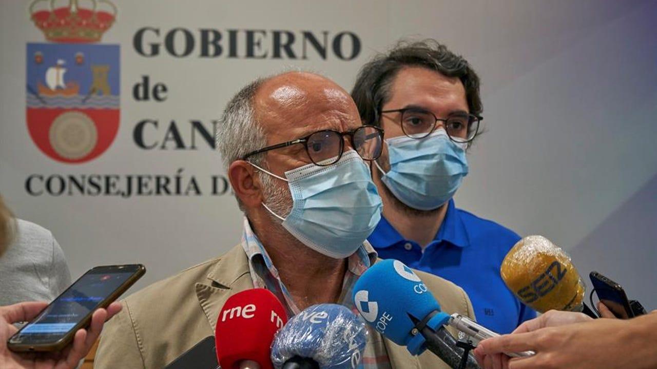 El consejero de Sanidad de Cantabria, Miguel Rodríguez