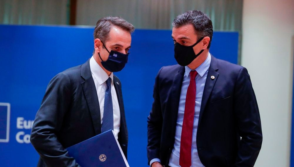Kyriakos Mitsotakis, primer ministro griego, y Pedro Sánchez