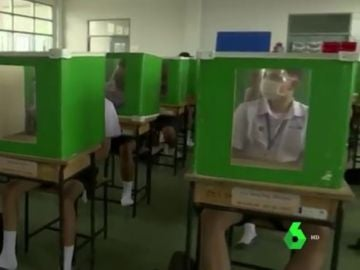 Medidas frente al coronavirus en un colegio tailandés