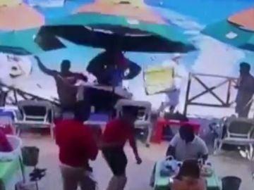 Una moto de agua impacta contra un restaurante y mata a una mujer