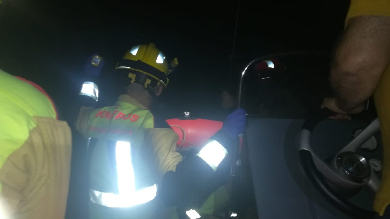 Dispositivo de búsqueda desplegado por los bomberos de Cuenca