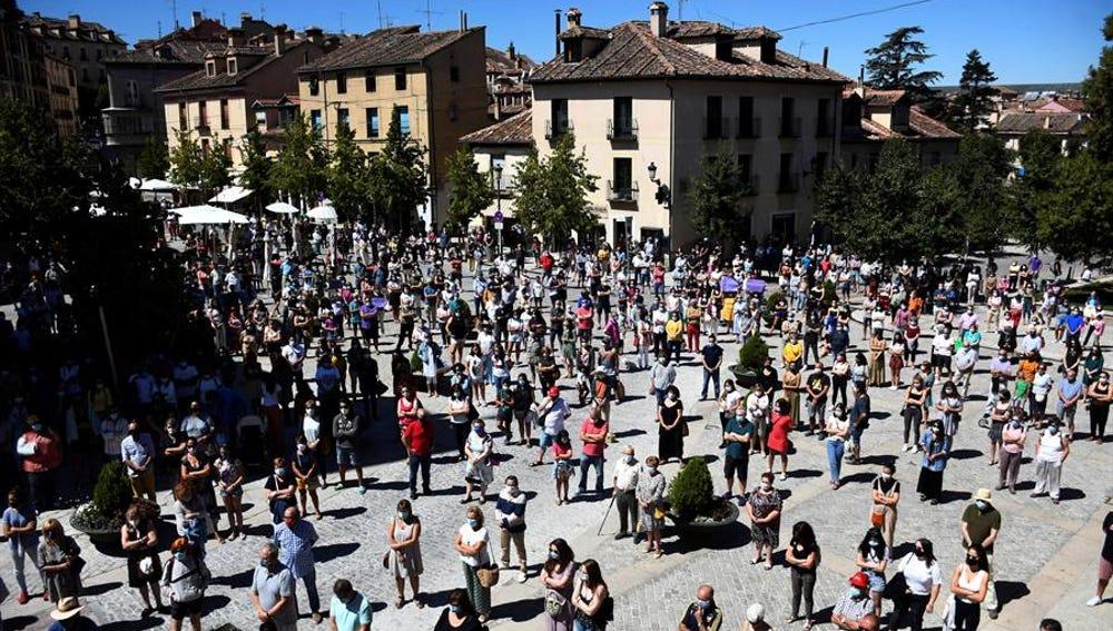 Concentración de repulsa por el asesinato machista de una mujer en La Granja, Segovia