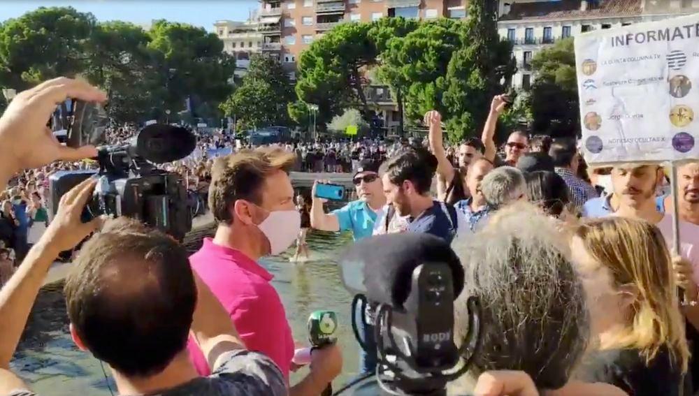 Increpan a un periodista de laSexta en la manifestación de Colón