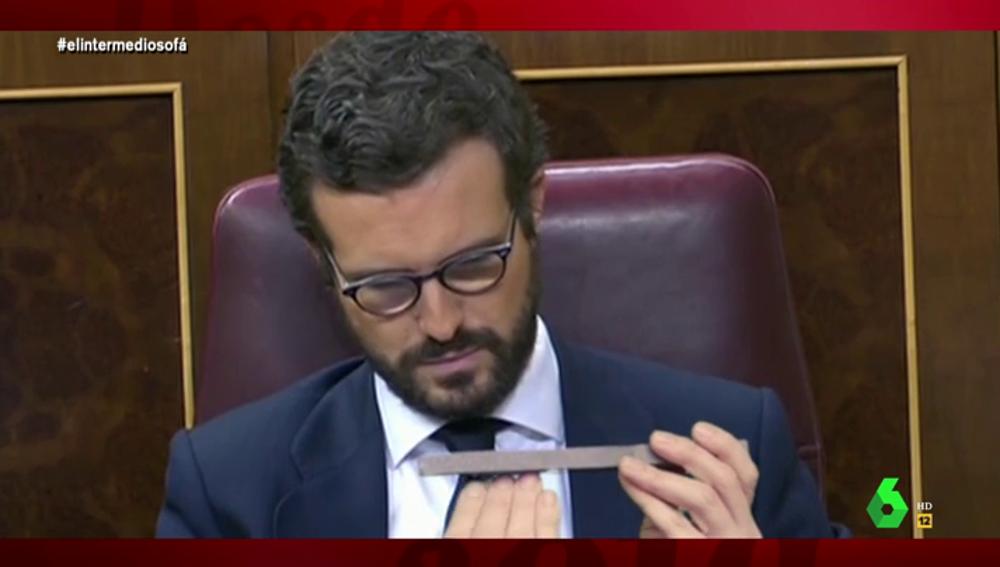 Vídeo manipulado - Pillan a Pablo Casado limándose las uñas mientras habla Pedro Sánchez