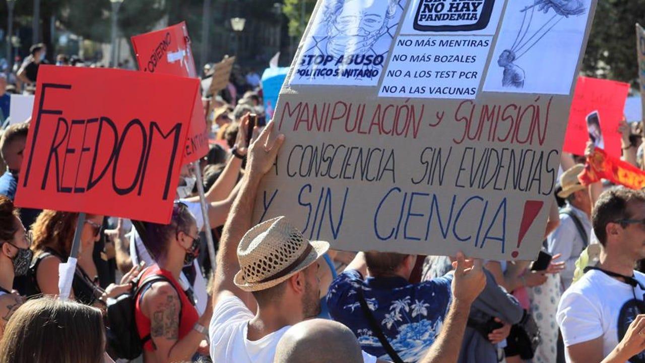 Manifestación contra el uso obligatorio de mascarilla en Madrid