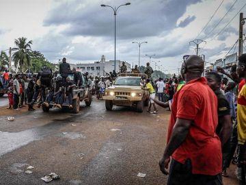 Militares en las calles de Bamako, Mali