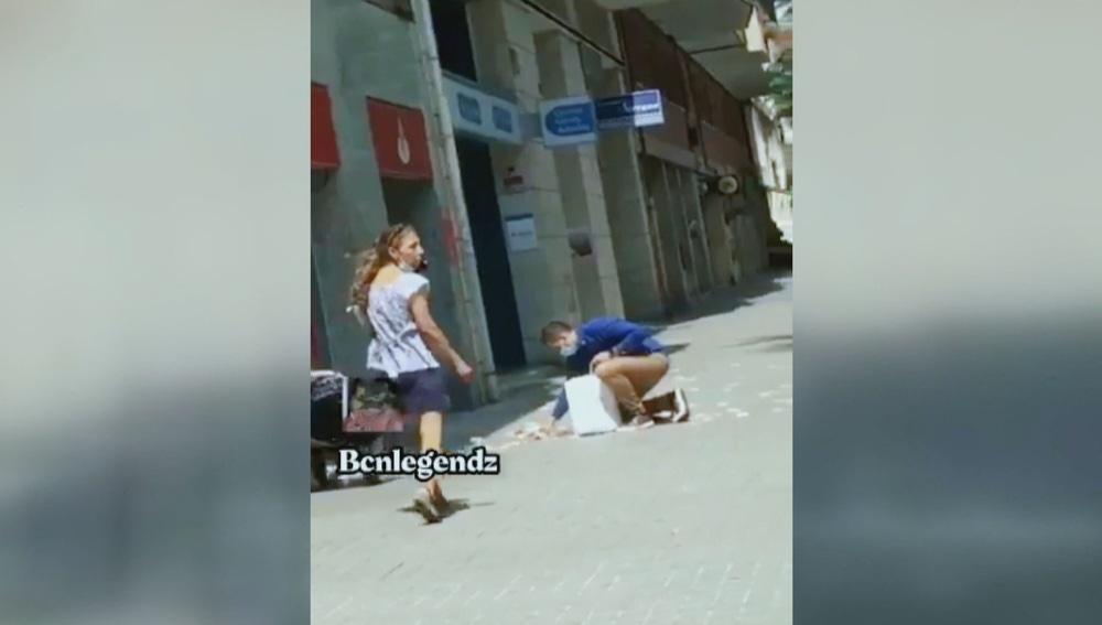 Atracan a una pareja y al huir se les cae parte de los 70.000 euros robados al suelo