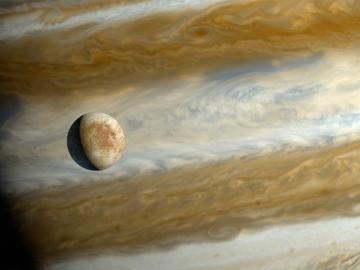 Recreación de Júpiter y su luna Europa
