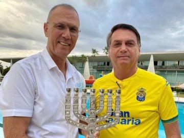 Jair Bolsonaro, con la camiseta de Las Palmas